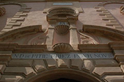 """Résultat de recherche d'images pour """"interieur de la chapelle Notre Dame de Pitié 34720"""""""